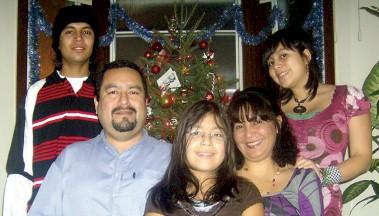 Oscar Vigil y su familia