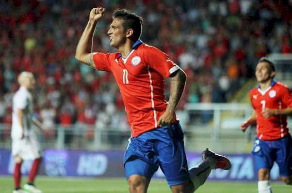 El jugador de Chile Mark González celebra su gol ante Estados Unidos. EFE
