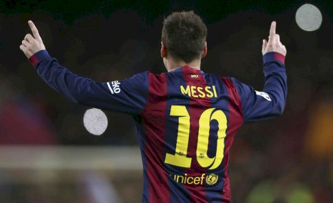Leo Messi celebra su gol, primero del equipo,  durante el partido de ida de los cuartos de final  de la Copa del Rey que FC Barcelona y Atlético  de Madrid disputado el miércoles.
