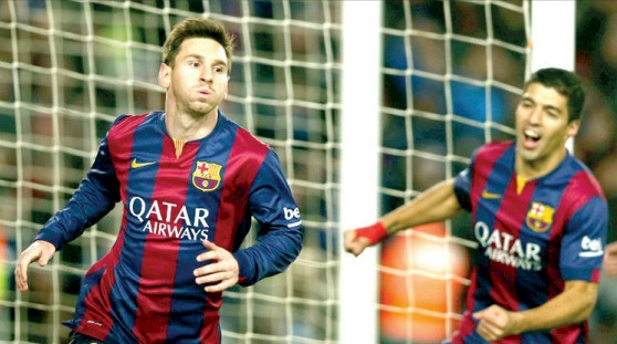 Leo Messi celebra su gol. a su lado Luis Suárez