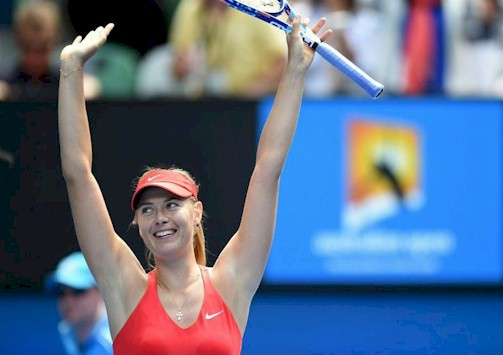 La rusa Maria Sharapova tras vencer a su compatriota Ekatarina Makarova durante la semifinal femenina del Abierto de Australia en Melbourne. EFE