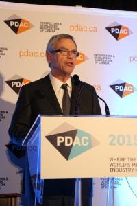 Jim Oliver, minsitro federal de finanzas de Canadá, le restó importancia al bache que experimentan los precios de los productos mineros. Estuvo en PDAV 2015 y destacó el papel de Canadá como líder en ese campo en el mundo.