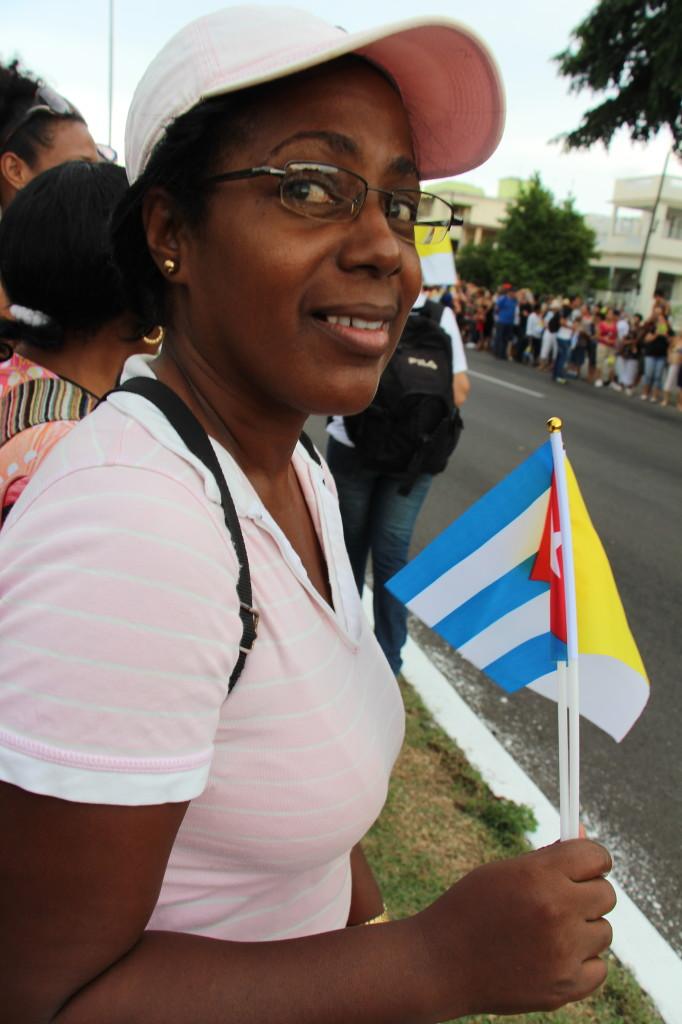Cien mil cubanos en calle de honor al Papa. Fotos F. Velez