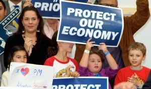 4-Los niños apoyando a Harper no los trabajadores de Canada Post