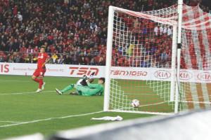 El japonés celebra su gol