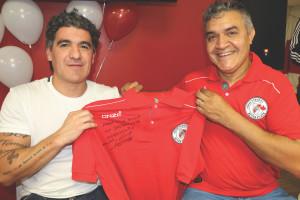 4-Le dejó un regalo a su compatriota Luis Scola