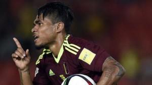 Martínez hizo un hat trick en la goleada a Bolivia.