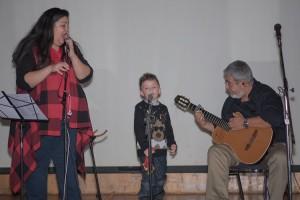 El grupo Generaciones con su corista que debutaba.
