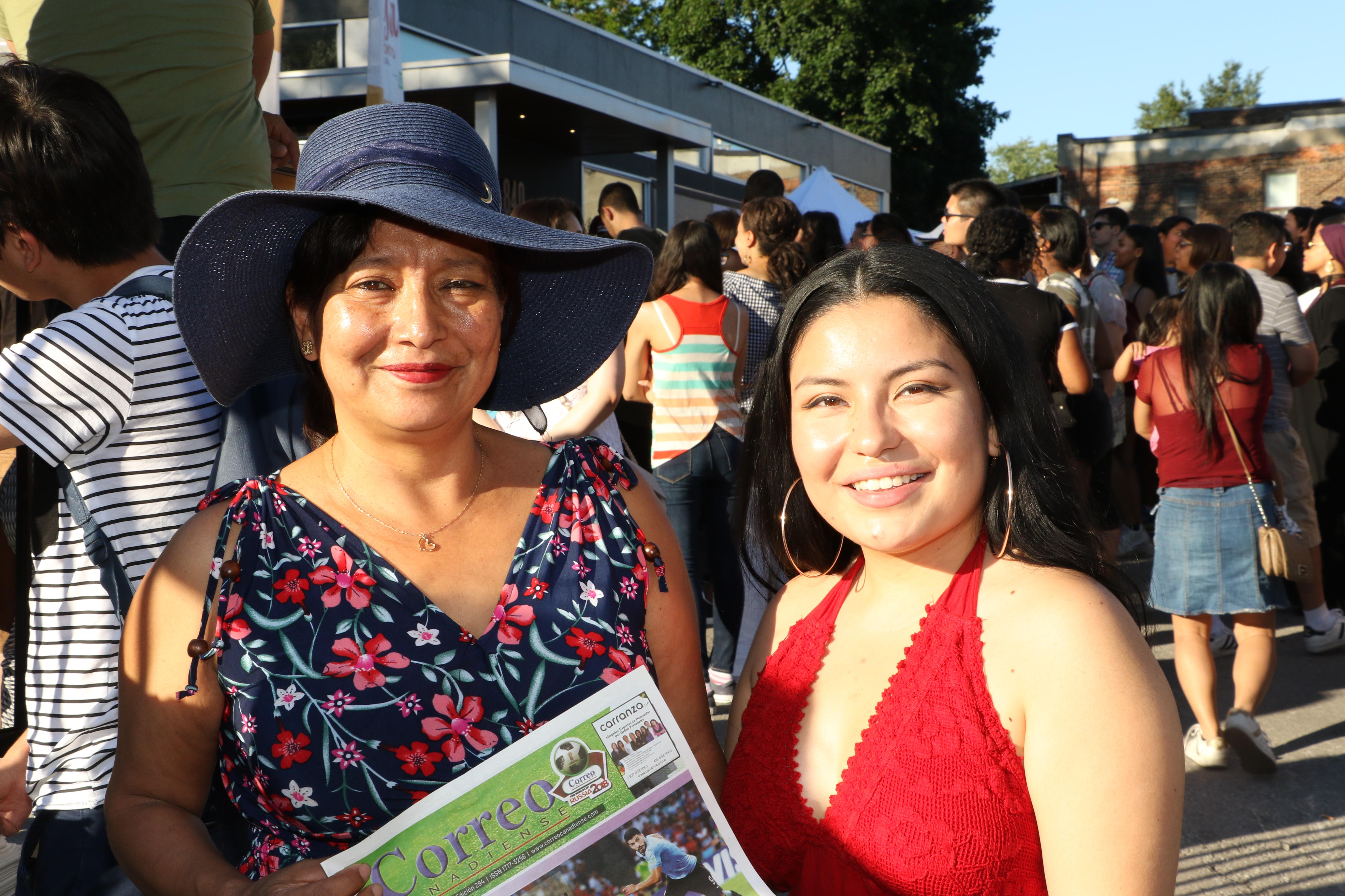 La cantante Valerie, a la derecha, con su madre Mery Guevara