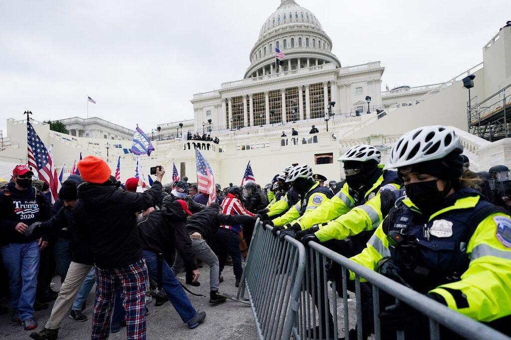 Manifestantes favorables a Trump irrumpen en el Congreso de EE.UU.