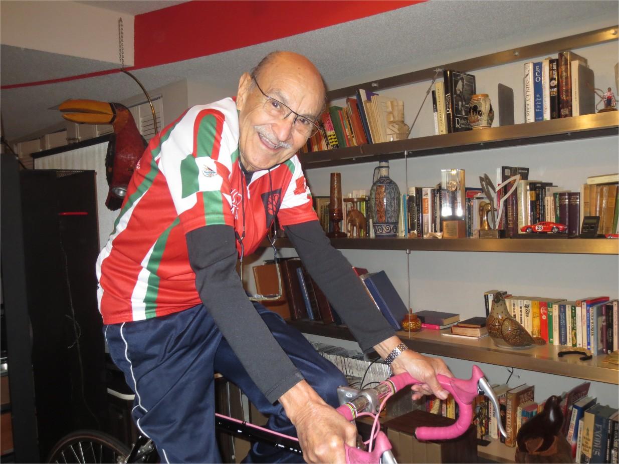Gustavo Martínez, el mexicano que llegó a Canadá con su hermano en bicicleta en 1956