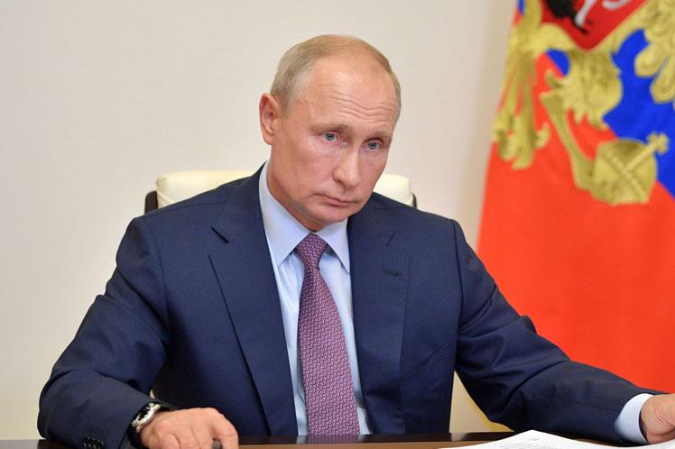 Putin destacó capacidad militar rusa en Día de la Armada