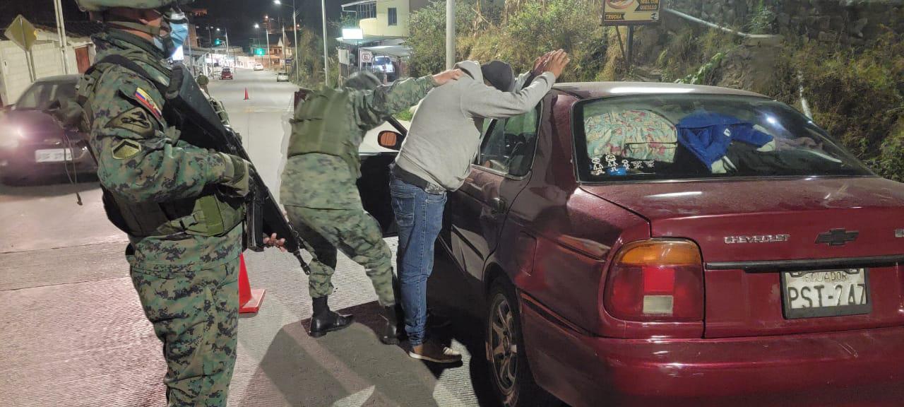 Militares en las calles contra la inseguridad en Ecuador