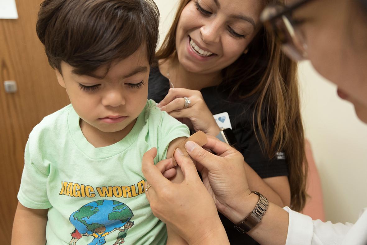 Reino Unido aún sin decidir sobre vacunas para mayores de 12 años