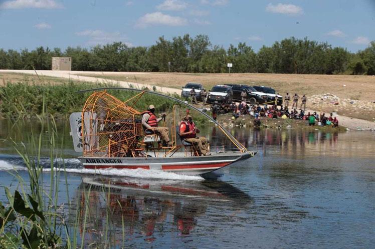 Dramática situación de migrantes en márgenes del río Bravo